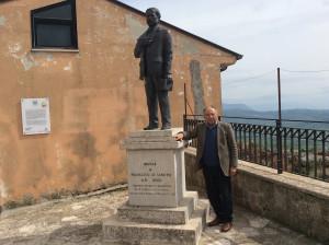 La-statua-di-De-Sanctis-e-Terracciano
